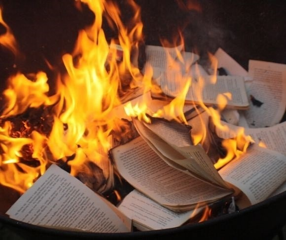 Living in the Prelude of Fahrenheit 451 – Rabbit Hole Videocast